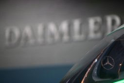 Daimler pangkas 15.000 pegawai