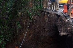 Dedie A Rachim minta segera perbaiki trotoar longsor di jalan Paledang Bogor