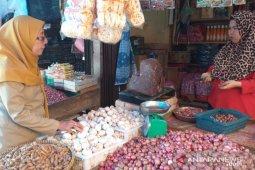 Harga bawang putih di pasar tradisional Tanjung Pandan naik jadi Rp55.000/kilogram