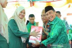 Bupati Gorontalo bantu alat menjahit program PKW Batudaa