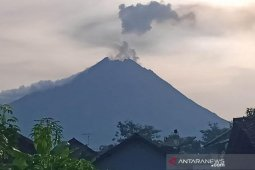Hujan abu tipis dialami sebagian wilayah di lereng Gunung Merapi