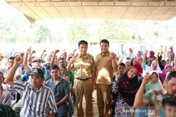 Pemkab Bangka Tengah bagikan 80 kartu asuransi nelayan