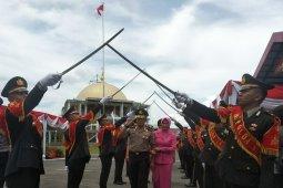 Tradisi pedang pora warnai pelepasan mantan Kapolda Kalbar Irjen Pol Didi Haryono