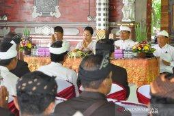 Bupati Tabanan: Turis ke Tanah Lot tak pernah sepi meski ada wabah virus