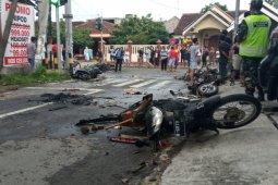 Jelang laga Persebaya vs Arema, sejumlah kendaraan dibakar massa