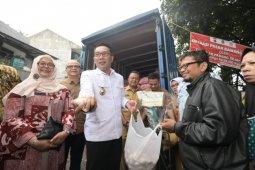 Ridwan Kamil tampung keluhan konsumen soal bawang putih saat operasi pasar