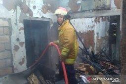 Kebakaran landa lima rumah di Caringin Bogor  selama tiga jam