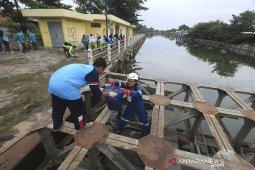 Aksi bersih sungai Cimanuk