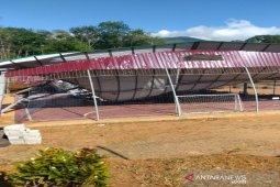 Puting beliung di Tapsel tumbangkan atap rangka besi lapangan futsal