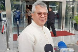KPK questions election commission chief as witness in bribery case