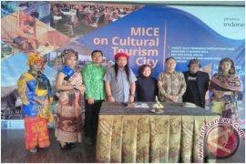 "Taman Nusa-GloBali Gelar Peringatan ""Seabad Pariwisata Bali"" (Video)"