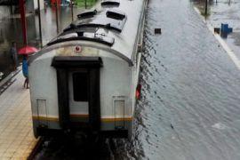 Perjalanan kereta tujuan Semarang terganggu akibat banjir