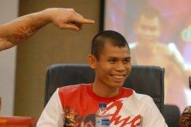 Tyson Saksikan Laga Chris John Lawan Yordan