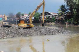 Pekerjaan pengerukan Sungai Karang Mumus mulai dilaksanakan