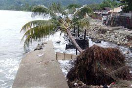 Jalur trans Sulawesi Tampalang nyaris putus