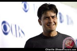 Charlie Sheen mengaku positif HIV