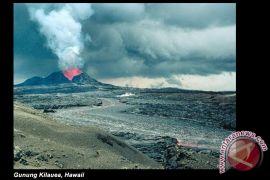 Gunung berapi Kilauea meletus hancurkan puluhan rumah di Hawaii