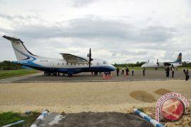 Lembur, kejar target rehabilitasi Bandara Baubau selesai November 2018