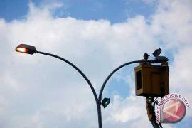 Persiapan mudik, 50 lampu penerangan dipasang di Garut