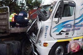Dua sopir truk dipenjara, tewaskan delapan orang dalam kecelakaan di Jalan M1