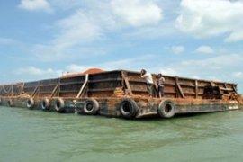 Tongkang bermuatan pasir yang kandas di Tanjung Pandan akan dievakuasi