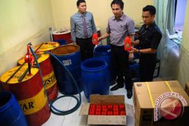 Pemalsu oli di Bekasi untung Rp200.000 per jirigen