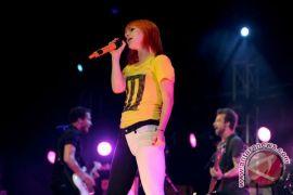 Paramore tunda konser di Indonesia
