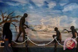 Leluhur manusia keluar dari Afrika menuju pelukan Neanderthal
