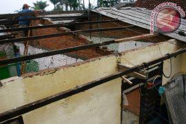 Puting beliung landa Magetan, puluhan rumah rusak