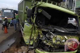 Kecelakaan beruntun terjadi di Puncak, satu truk terbakar
