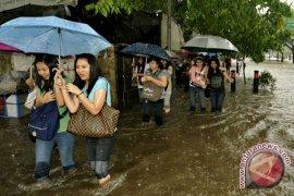 Dinas sosial salurkan bantuan bagi korban banjir