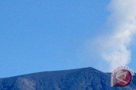 Gunung Merapi semburkan abu vulkanik ke Batusangkar