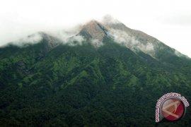 Gunung Merapi Sumbar semburkan abu vulkanik ke Lasi