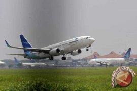 Seorang ibu melahirkan dalam pesawat Garuda