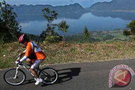 Di Kupang, anggota TNI-warga juga bersepeda rayakan HUT TNI