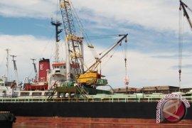 Puluhan buruh protes manajemen pelabuhan laut Bengkulu