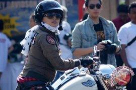 "Kostum Harley untuk ""lady bikers"""