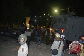 Mahasiswa Masih Blokir Jalan M Yamin
