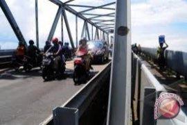 Polisi Kaji Jalur Satu Arah Jembatan Kapuas