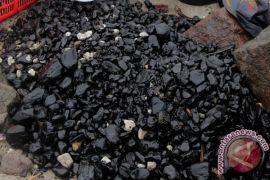Kolam pelabuhan Pulau Baai tercemar batu bara