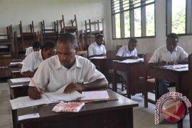 Mendikbud tinjau pelaksanaan UN SMP di Timika