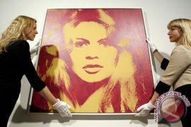 """Aktris Bardot ancam jadi warga Rusia jika Prancis """"bunuh"""" Gajah"""