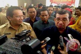Mensos Serahkan Bantuan Rp1,53 Miliar Di Kalbar
