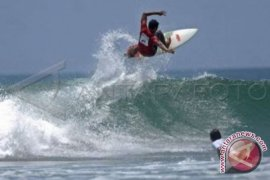"Kontes surfing meriahkan ""Bengkulu Beach Festival"""