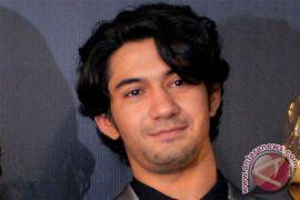 Reza Rahadian deg-degan main teater