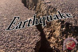 Warga Garut berhamburan keluar rumah saat terjadi gempa