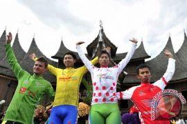 Jelang Tour de Singkarak 2013, rumah gadang direnovasi