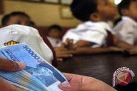 Seragam siswa baru dibanderol Rp850 ribu