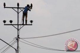 PLN pasang jaringan listrik di dua kampung perbatasan
