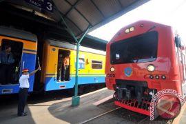 Penumpang kereta api pada H+2 Natal di Surabaya turun